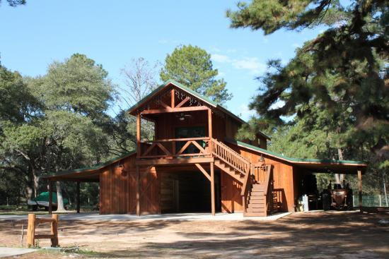 Barns and buildings quality barns and buildings horse for Rustic pole barn homes