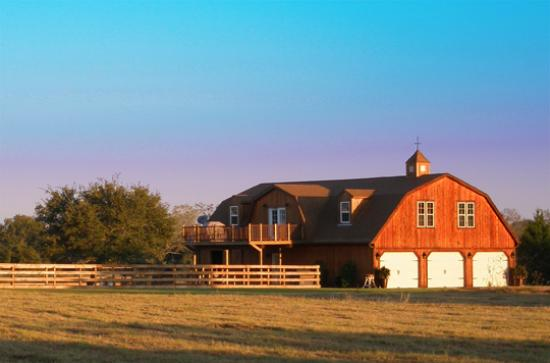 Barns and buildings quality barns and buildings horse for Gambrel barn house